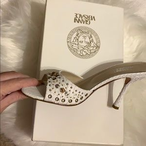 🔥 JUST IN! Almost new 💯Gianni Versace Heels 6.5